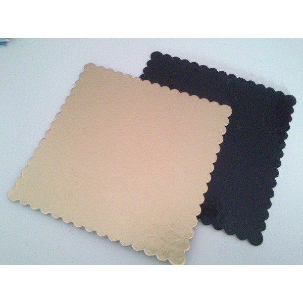 Tavolette quadrate oro nero kappate rigide 25 x 25 cm - Cartoplast Sud in vendita su Sugarmania.it